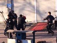 河北霸州百余传销者街头闹事 暴力袭警