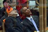 奥巴马观看印度阅兵嚼口香糖 点赞特技骑行