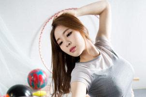 韩体操美女秀傲人上围 曾因反人类工程学开球爆红