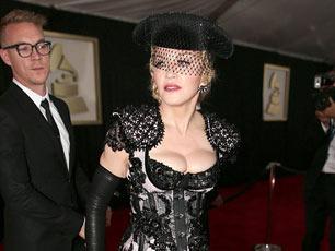 第57届格莱美红毯众星云集 56岁麦当娜当众撩裙露臀