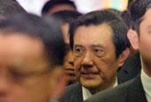 马英九含泪出席空难公祭仪式画面