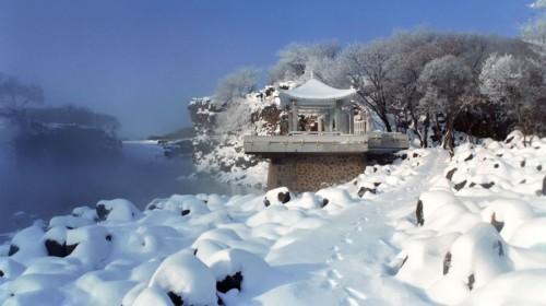 镜泊湖风景区冬季