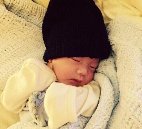 """""""黑帽子""""熊猫睡得正香"""