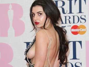 全英音乐奖星光闪耀 女星齐展好身材秀美胸抢镜
