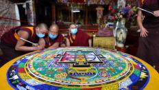 西藏寺廟藏曆木羊新年期間繪製金剛壇城