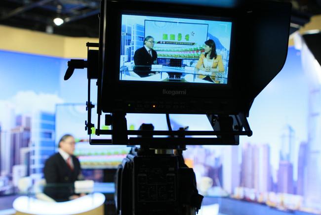 3月4日,全国政协委员、香港奥委会会长、霍英东集团主席霍震霆接受大公网专访。大公网 张文杰摄