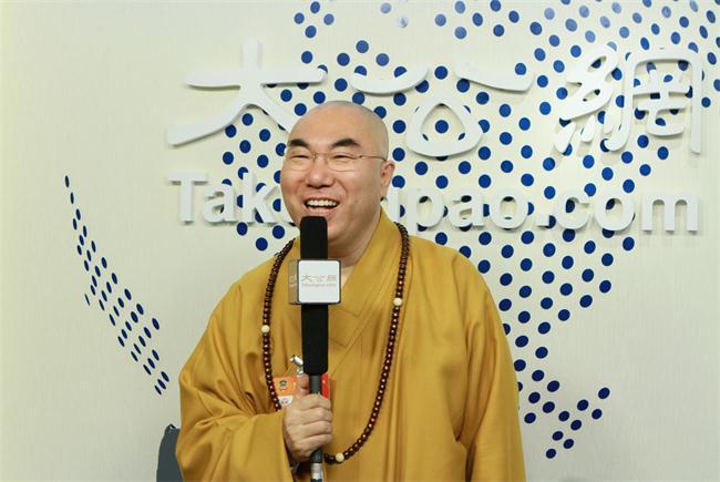 3月5日,全國政協委員、香港佛教聯合會執行副會長、香港西方寺方丈寬運法師接受大公網專訪。大公網 張文傑攝