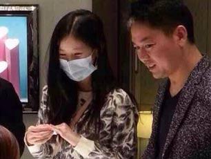 好事将近?奶茶妹妹刘强东高档商场选戒指被拍(图)
