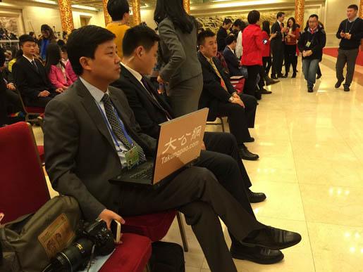 大公网记者韩红超在总理记者会现场