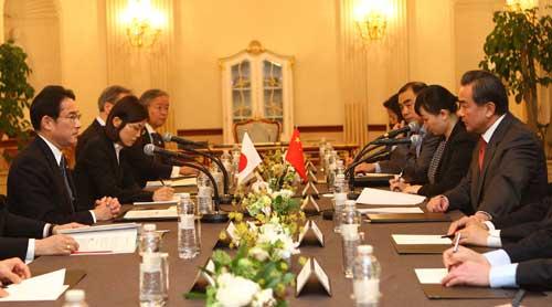 日外相:日本願正視歷史面向未來 改善中日關係