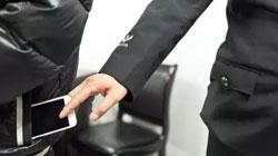 手机放哪个口袋最容易被偷?调查结果出来了