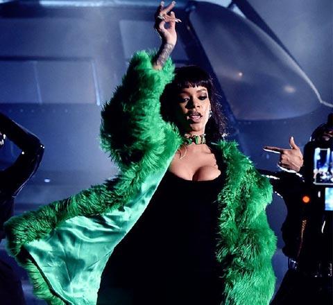 Rihanna没变成史莱克?