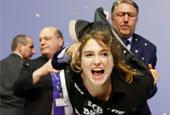 示威女子襲擊歐洲央行主席
