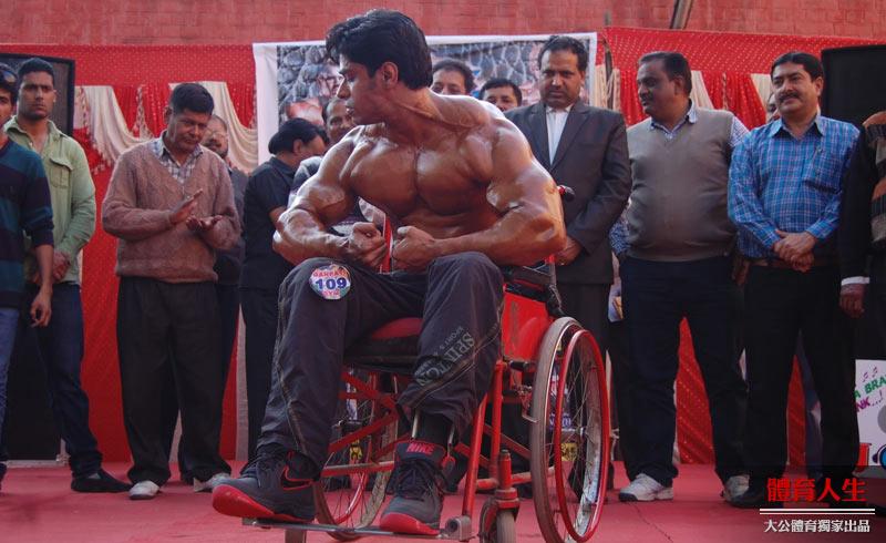 15岁瘫痪,他却拿了40个健美冠军