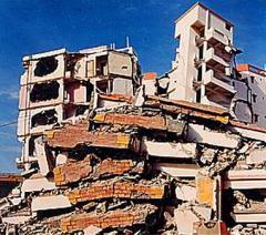 2001年印度大地震10万人遇难