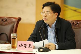 渝最年轻常委徐海荣履新新疆 任自治区党委常委