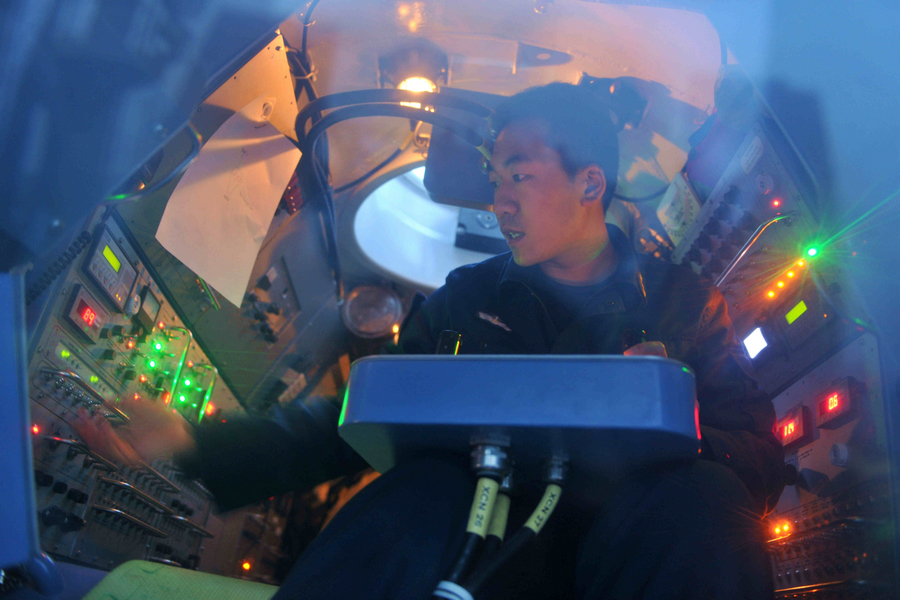 中国海军新型深潜救生艇世界领先 可同核潜艇对接