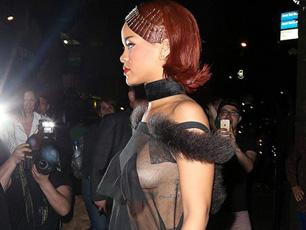 蕾哈娜透視裝出席私人派對 胸部全裸遭看光