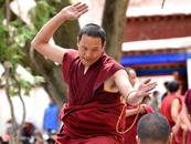 涤荡心灵 聆听西藏色拉寺响彻六百年的辩经声