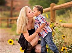作家谈家庭教育:母亲潜移默化中教会了我坚韧
