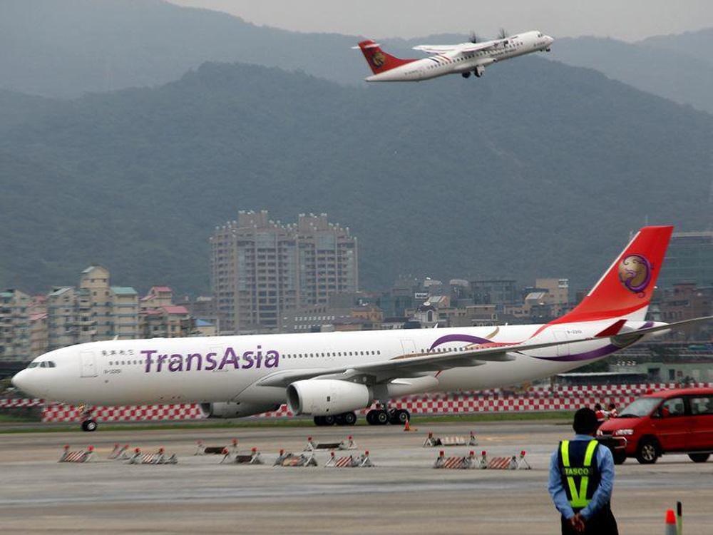 复兴航空客机故障 急降北海道
