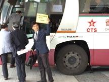 54名议员乘专车前往深圳 与中央官员讨论政改