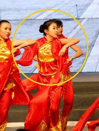杨子女儿昔日演出照曝光 或不顾反对进军娱乐圈