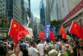 港團體舉五星紅旗上街挺政改