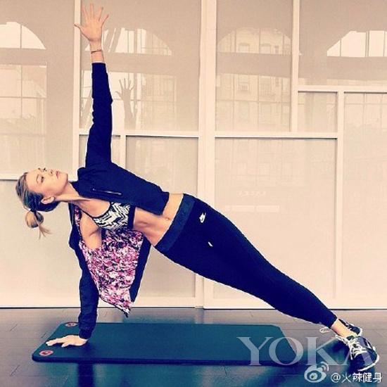 米兰达·可儿是瑜伽练习的爱好者图片