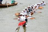 安徽:龍舟下水變潛艇