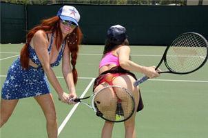 这年头,胸小都玩不了网球了?