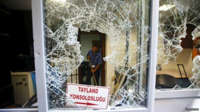 土耳其人圍攻中國使館打砸泰國領館 警方強力驅趕
