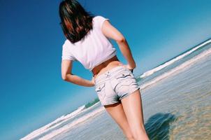 19岁泳坛新女神长腿美照