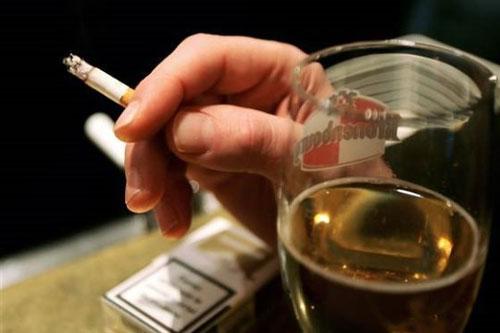 「抽菸喝酒」的圖片搜尋結果