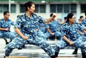 香港中学生体验军营生活