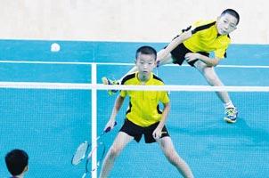 省运会羽毛球赛场惊现17岁教练