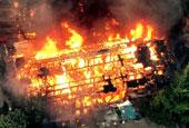 成都闹市百年老旧居民房突发大火