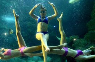 俄罗斯美少女演绎水下芭蕾