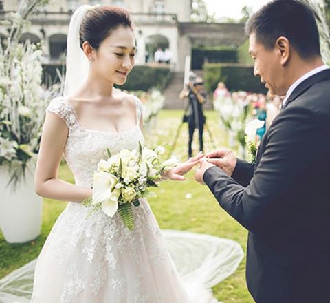 李小冉與男閨蜜大婚 39歲的她如何膚白貌美酥胸?