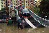 车主台风天为避积水 将车开上天桥