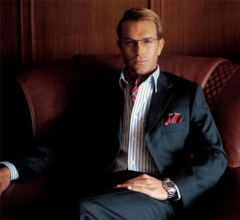 西裝控不等於呆板範 秋季流行換個內搭變型男