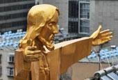 """昆明市区一教堂顶上""""站立""""金色耶稣"""