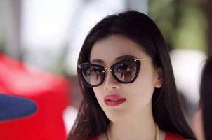 刘翔前妻红色连衣裙抢眼