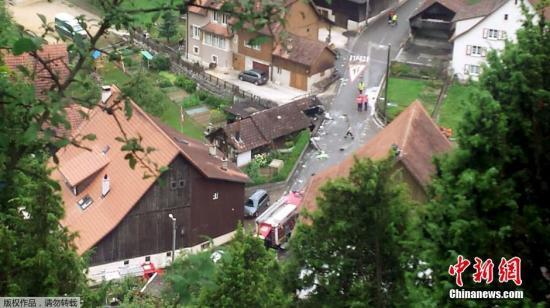 瑞士航展发生飞机相撞事故造成一人死亡