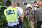 四川一司機暴力抗法 撞飛兩名交警