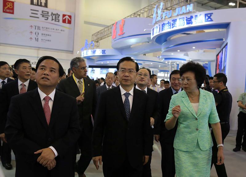 2015年9月8日,福建省省长苏树林(中),海南省省长刘赐贵(左一)和厦门市