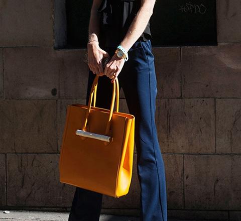 时装周的街拍才是最in潮流 这季流行包包全在这