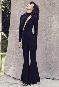 韓國影后裴鬥娜拍寫真胸部全鏤空 性感裝扮秀零贅肉身材