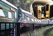 鄭州一學校用綠皮火車做宿舍 配備空調熱水器