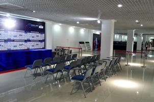 男篮亚锦赛新闻发布会厅竟然在过道···